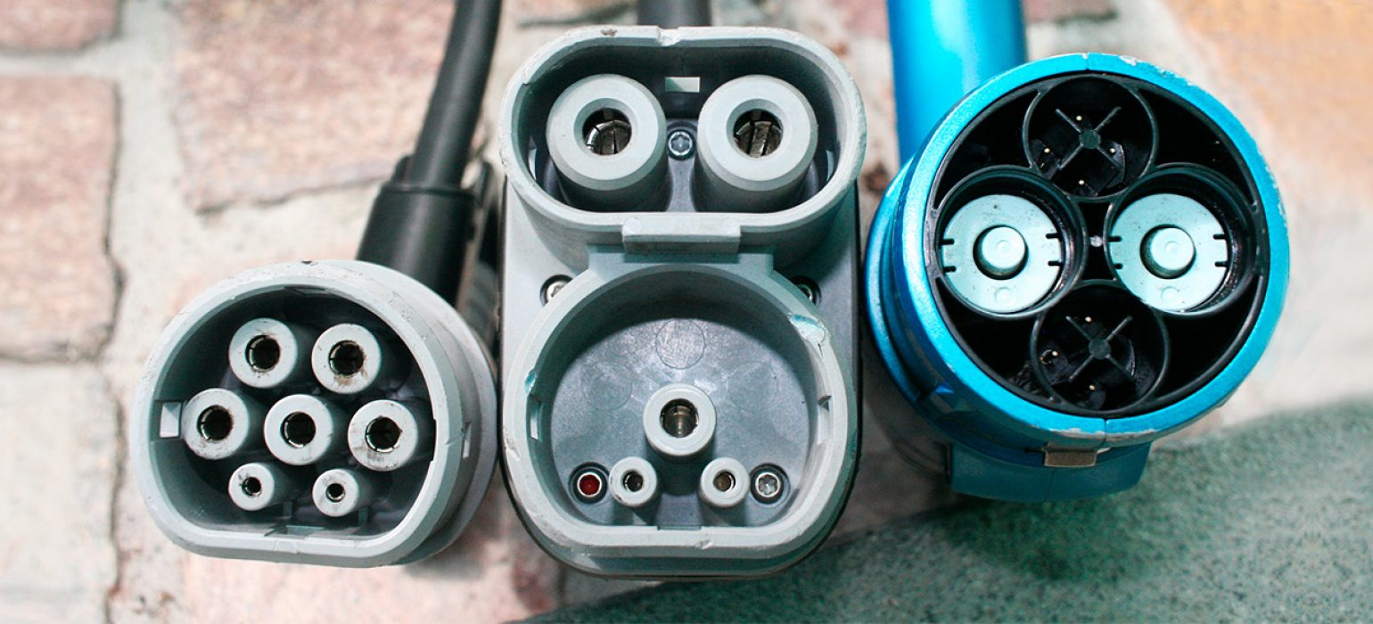 Electric-vehicle-connector-types